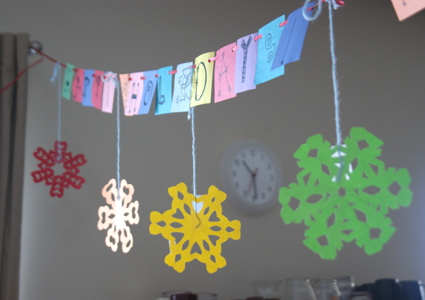 How to make paper snowflakes angie 39 s art studio for Decorations out of paper