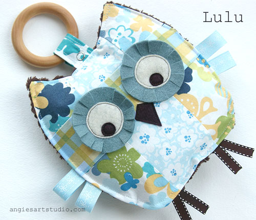 Lulu Crinkle Owl wood teething ring