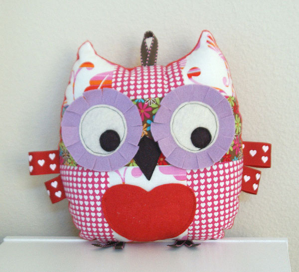 Valentine Owl with front loveheart pocket